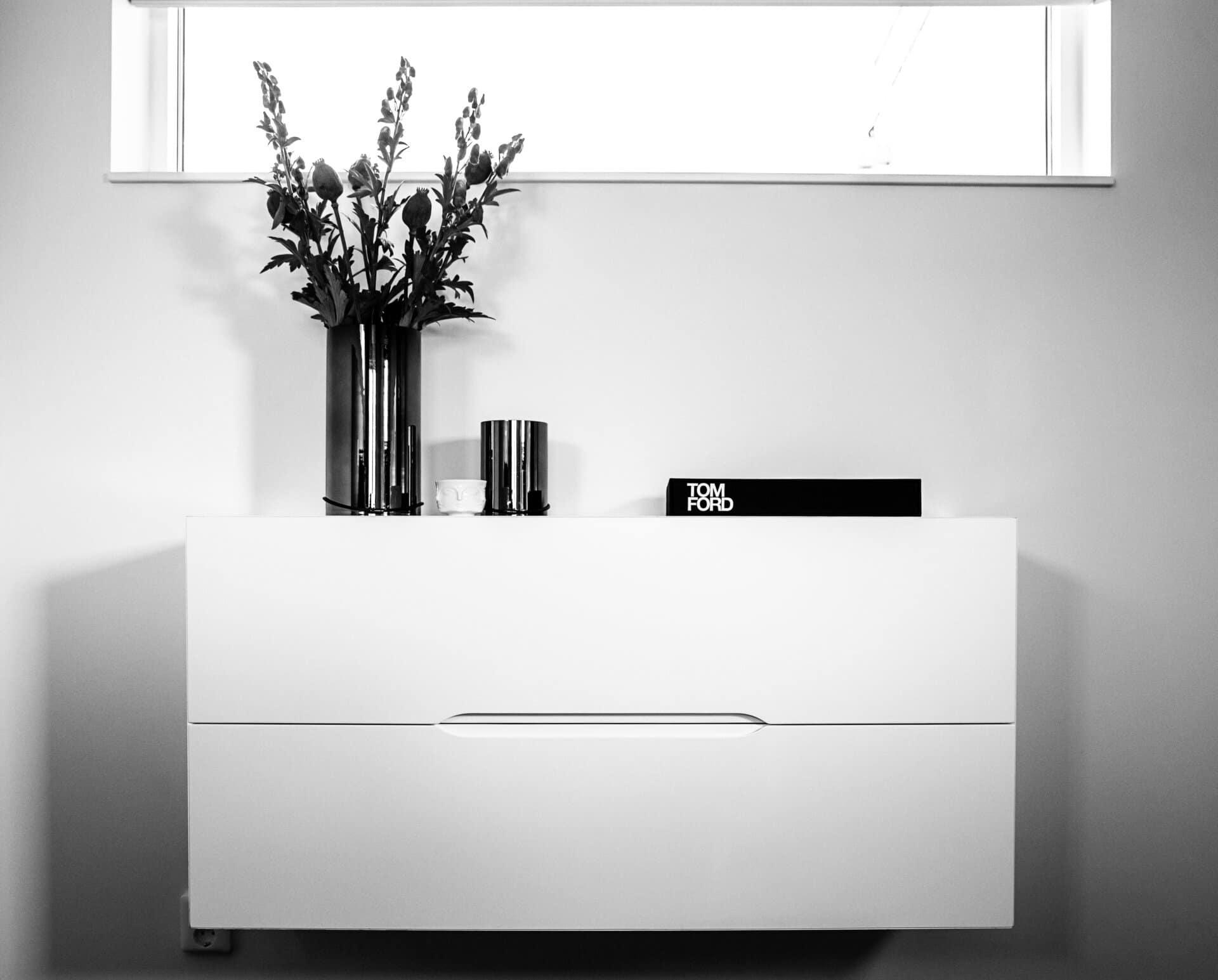 Platsbyggt byrå mediamöbel vit trimless girade hörn grepplist design Stiligt Perfektion upplevelse