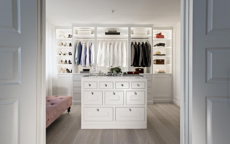 platsbyggd walk in closet