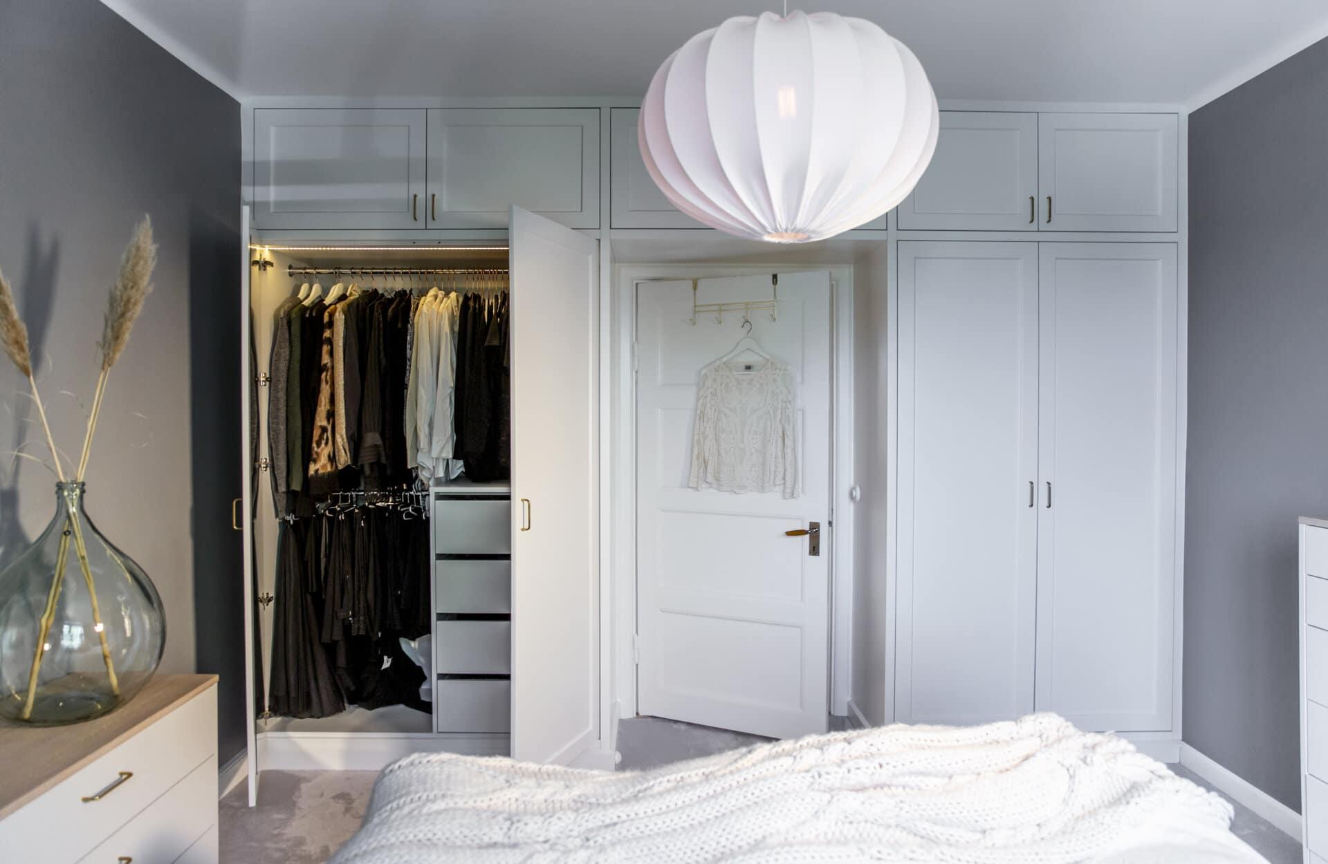 Grässtrån Ghost lampa eos flos inredning garderobslösning garderobsvägg platsbyggd garderob platsbyggt garderobsbelysning