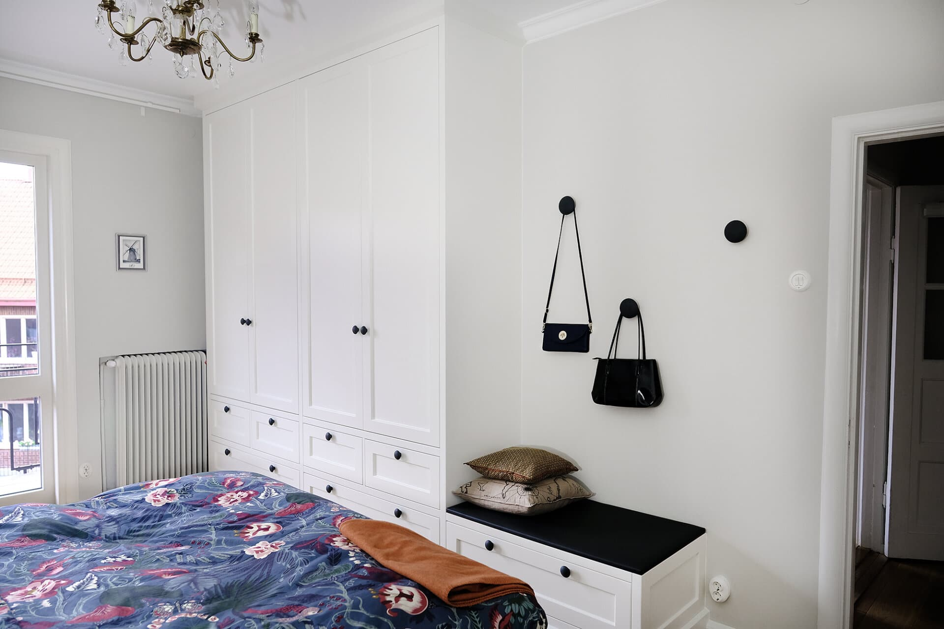 Knoppar svarta dots hänga väskor golv till tak garderob takanslutning garderob Nedre Johanneberg Sekelskifte